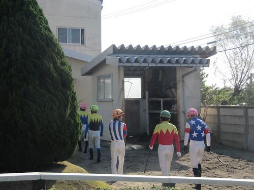 金沢競馬場のパドック待機所の裏