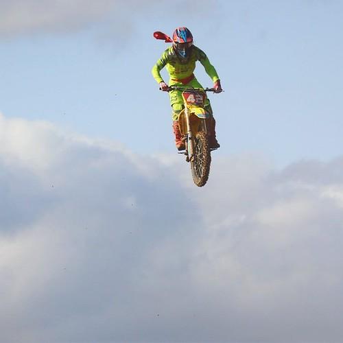 ずっと飛んでくんじゃないだろうか。 #モトクロス #ヤマハバイク #sugo #yamaha