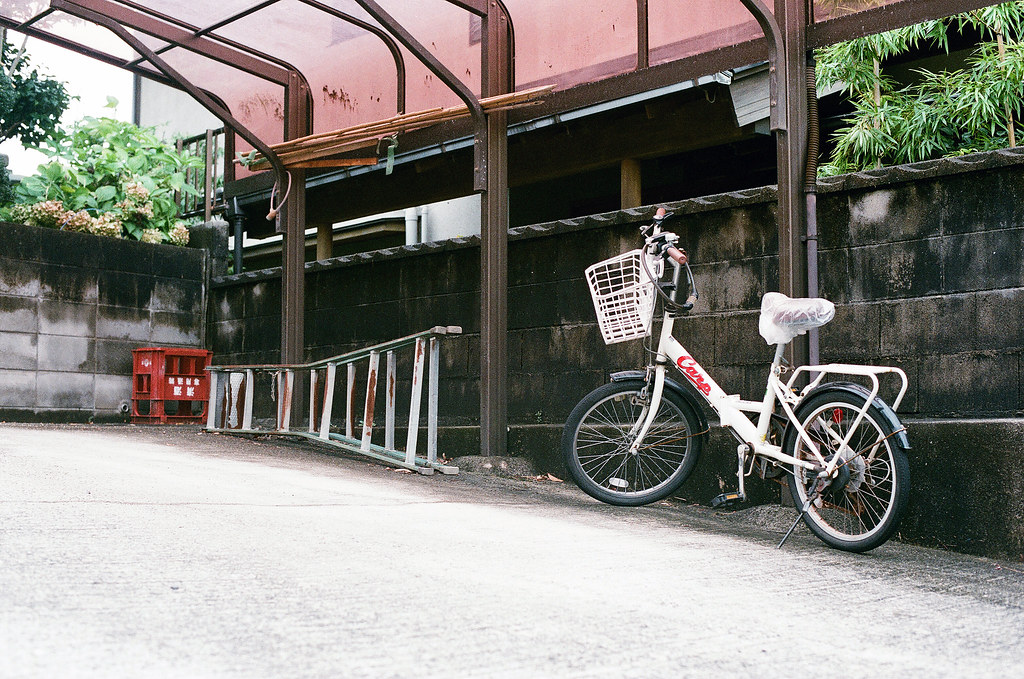腳踏車 西國寺 尾道 おのみち Onomichi, Hiroshima 2015/08/30 從西國寺走下來旁住宅區。  Nikon FM2 / 50mm AGFA VISTAPlus ISO400 Photo by Toomore