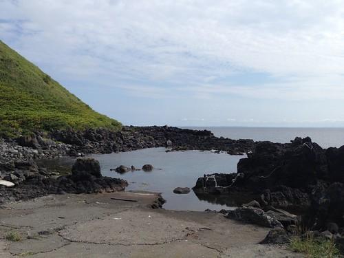 risiri-island-numaura-sandy-beach-inlet01