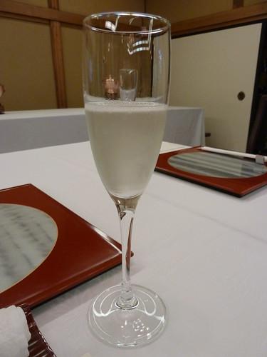 日本酒のスパークリング 山形 米鶴酒造