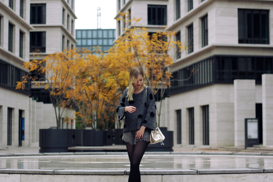 outfit water tights blonde blogger ffm boutique pullover grey black