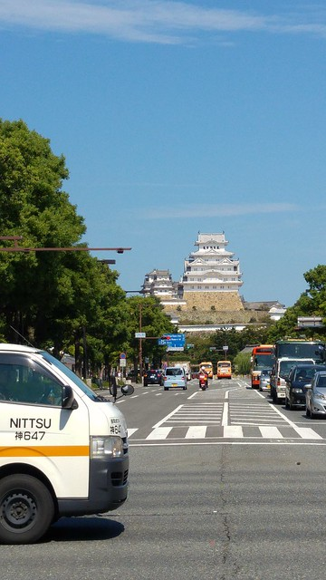 We won't need a map to find the castle from Himeji station
