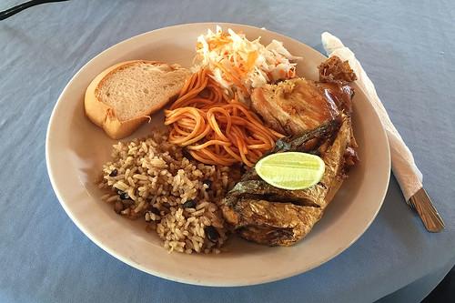 49 - Lunch at bacardi island / Mittagessen auf der Barcardi-Insel