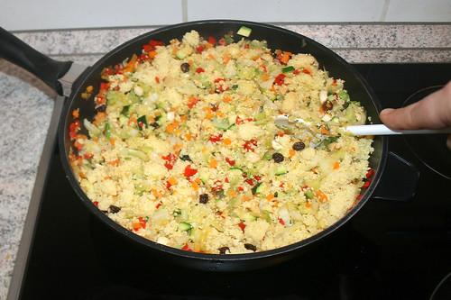 50 - Couscous & Gemüse gründlich vermischen / Mix couscous & vegetables