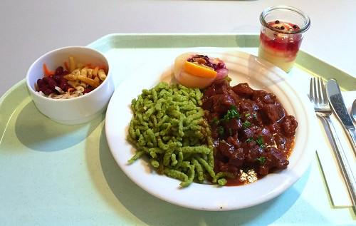 Venison goulash with spinach spaetzle & cowberry peach / Saftiger Hirschgulasch mit Spinatspätzle & Preiselbeerbirne