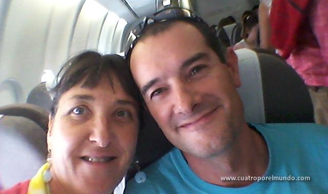 En el avión, esperando para despegar hacia Colombia