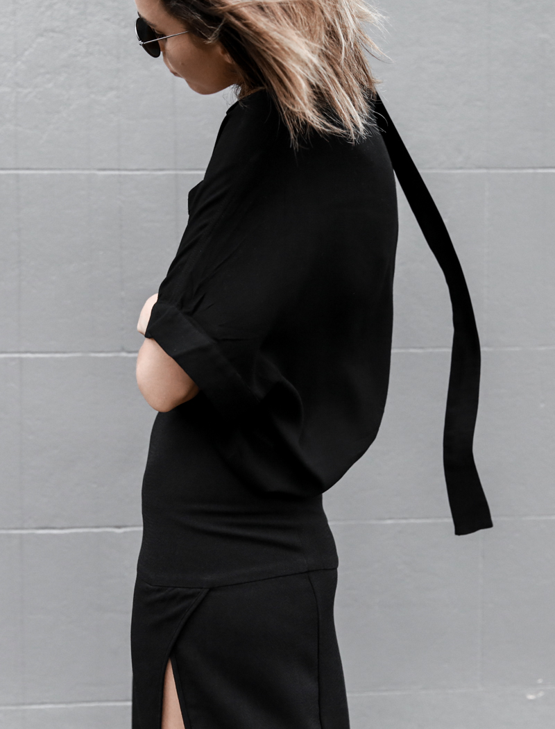 all black outfit, workwear, street style, details, skinny scarf, split skirt, Third Form, round sunglasses, fashion blogger, modern legacy (1 of 1)