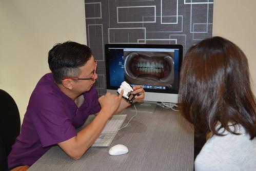 如何避免牙齒美白造成不適?那些權泓牙醫黃泓傑醫師教我的事 (14)