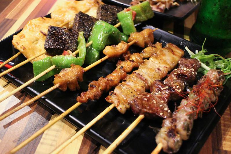 【三重宵夜美食】來自新竹竹北的燒鳥串道,新北市宵夜推薦,生意很好的日式串燒專門店,燒鳥串道自強店。