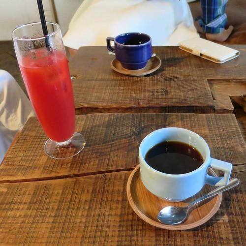 コーヒーと、トマトジュースと。