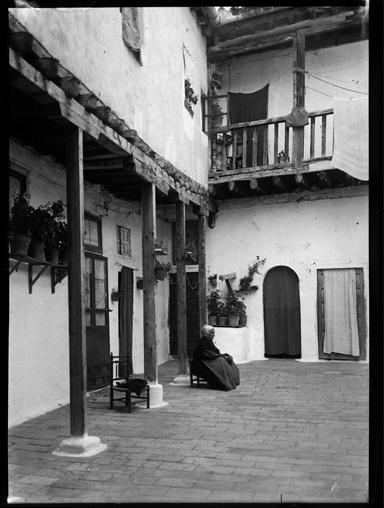 Verdadero Mesón del Sevillano en Toledo hacia 1920. Fotografía de Enrique Guinea Maquíbar © Archivo Municipal de Vitoria-Gasteiz