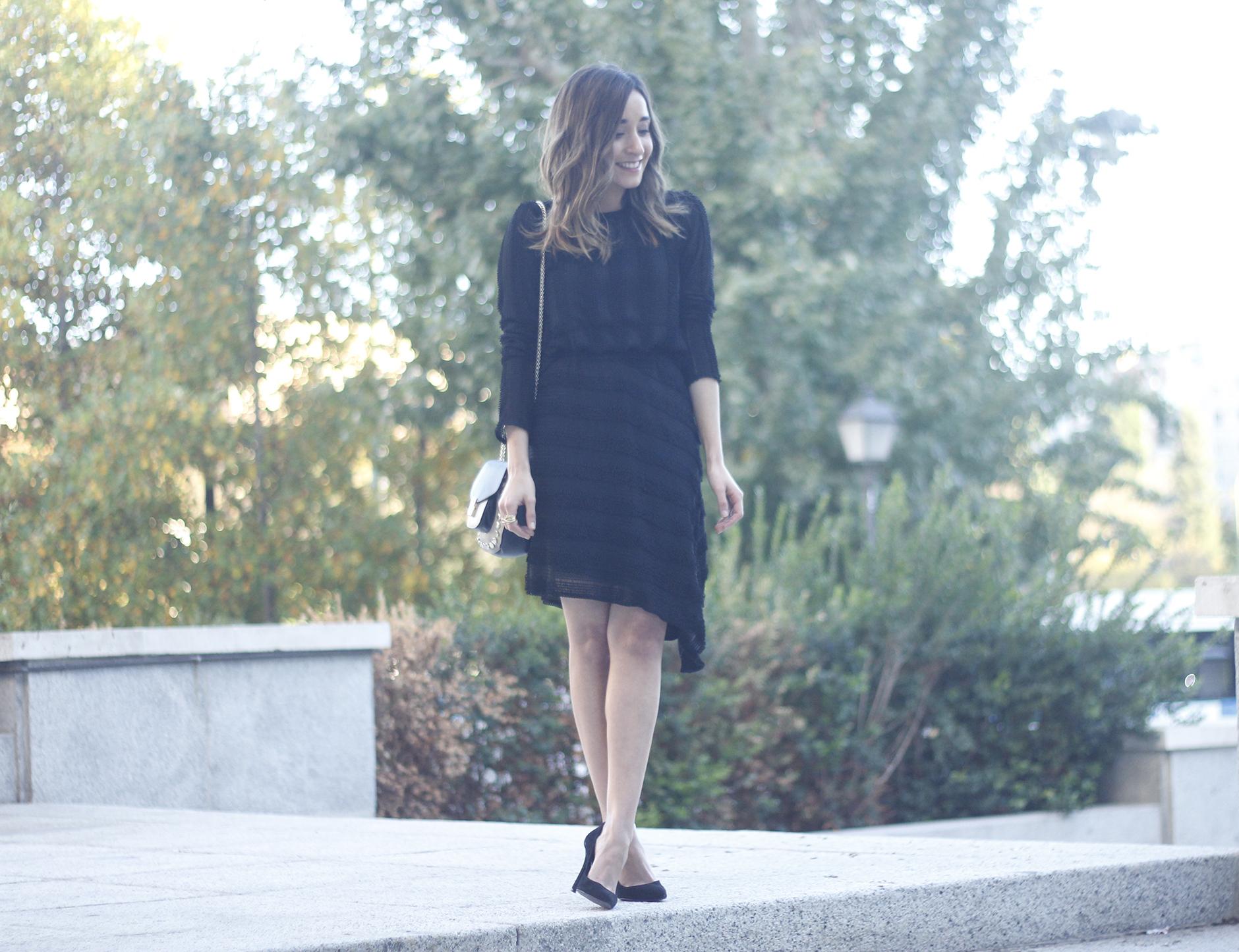 asymmetrical black dress uterqüe bag outfit streetstyle09