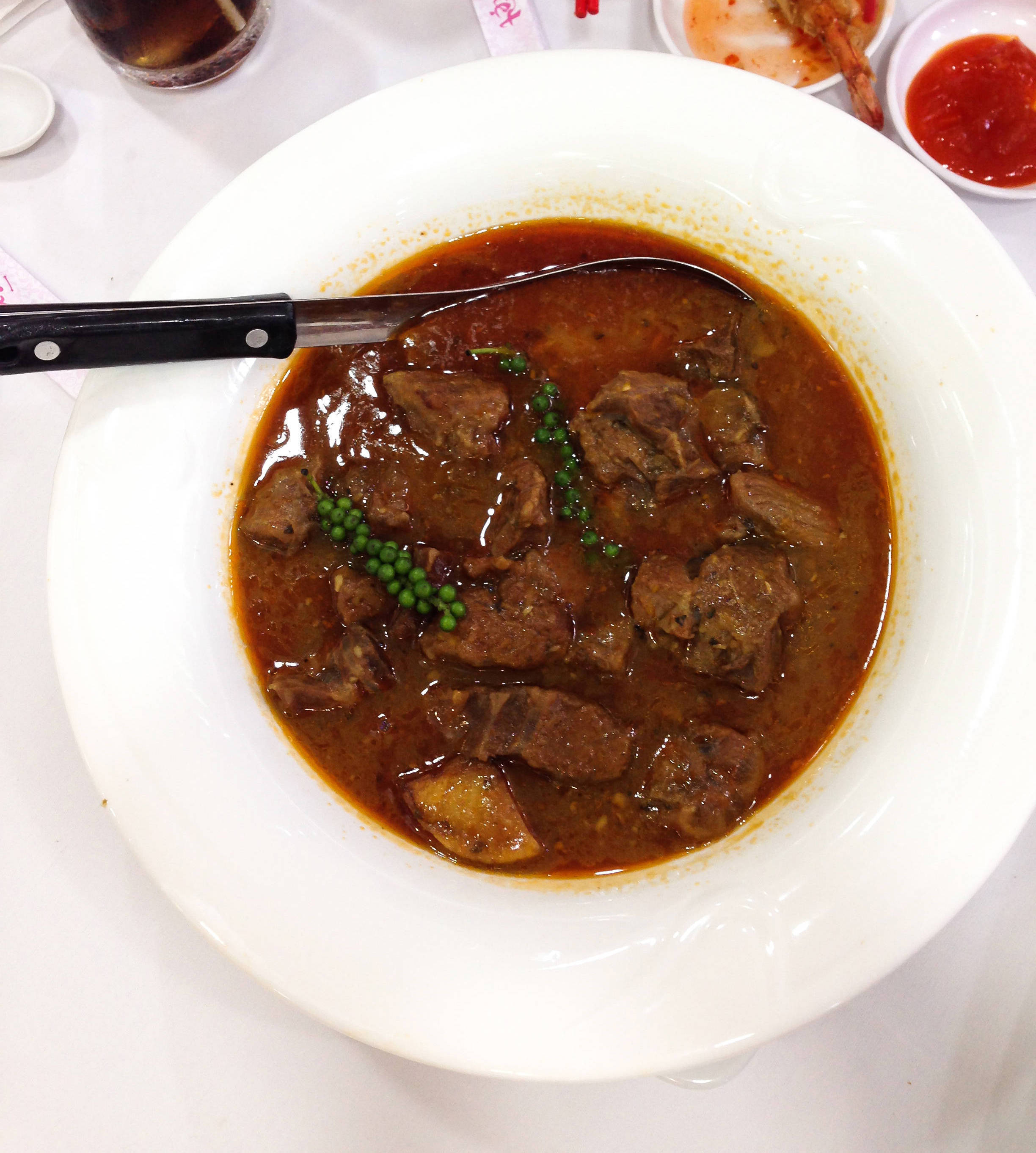 Boiled beef thigh soup with green pepper
