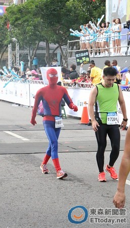 Spiderman in Taipei Marathon (12)