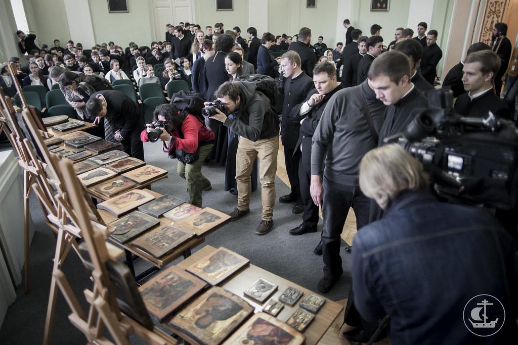 27 октября 2016, ФСБ передала 64 контрабандных иконы в Духовную Академию / 27 October 2016, The FSB gave 64 contraband icons to the Theological Academy