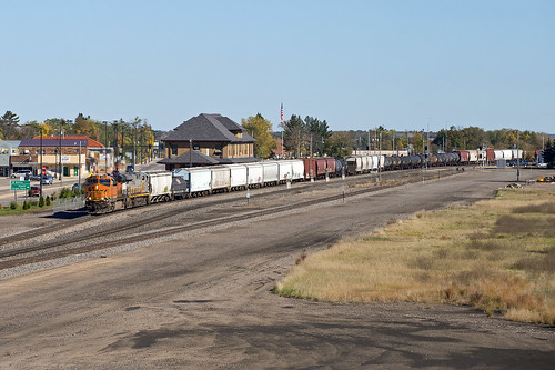 depot locomotive bnsf staplesmn staplessubdivision gees44c4 burlingtonnorthernandsantefe