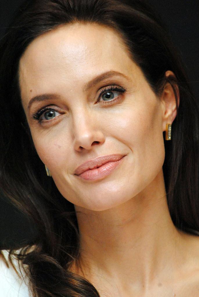 Анджелина Джоли — Пресс-конференция «Несломленный» 2014 – 84
