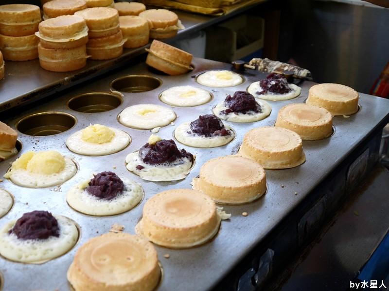 30528277815 198900d4b8 b - 台中西屯【東海紅豆餅】口味不少且新奇,把OREO放進車輪餅裡了,還有起司牽絲的胡椒蛋