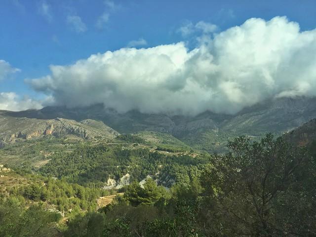 El valle de Guadalest (Alicante) visto desde una de las habitaciones del Vivood Landscape Hotel