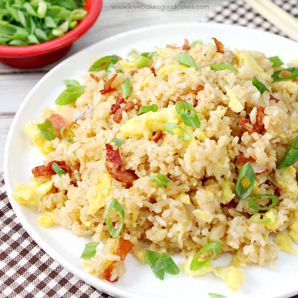 With just a few ingredients, it's easy to make this Bacon & Egg Breakfast Fried Rice! Who says breakfast has to be boring? Great for dinner, too! #BaconMonth2015