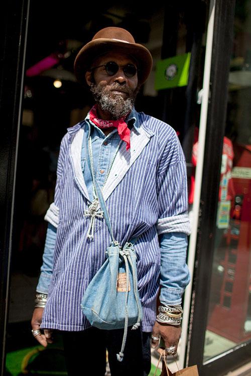 ストライププルーオーバーシャツ×デニムシャツの重ね着