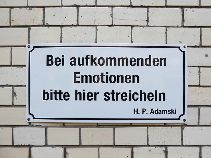 Hackesche Höfe Berlin Bei aufkommenden Emotionen hier streicheln