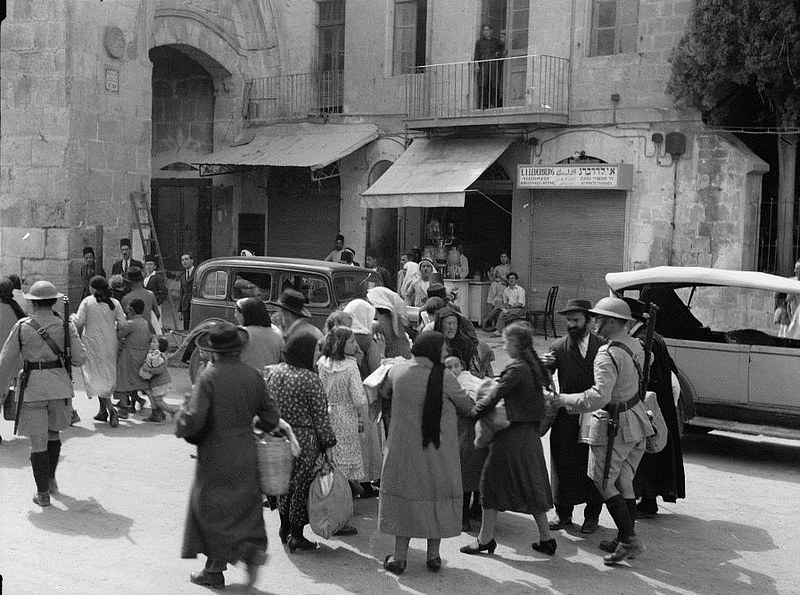 Jews evacuate the Old City of Jerusalem during 1936–39 Arab revolt in Palestine
