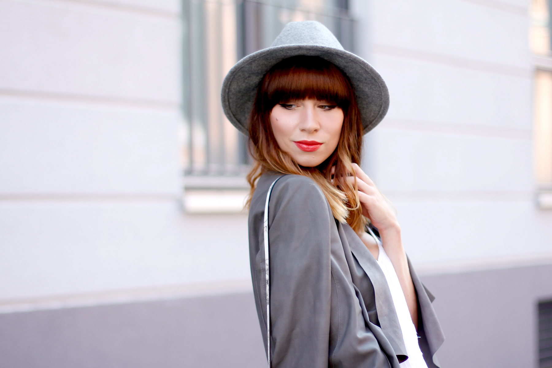 outfit grey hat drykorn leather jacket autumn look minimal chic cute redhead brunette boots fashion blog düsseldorf hannover berlin ricarda schernus cats & dogs 4