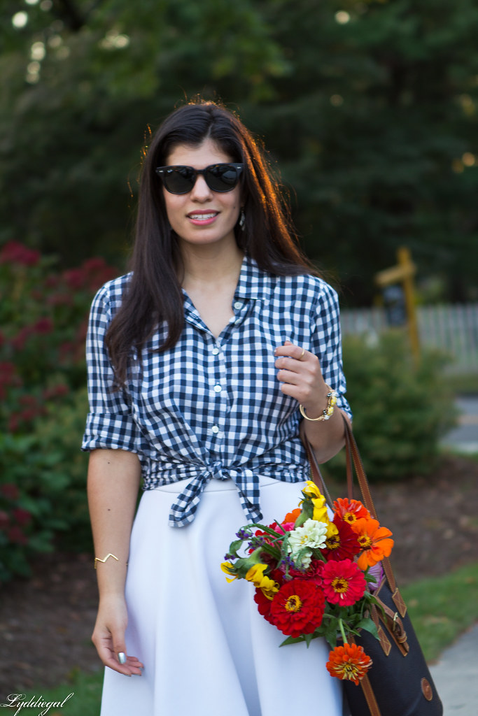 gingham knotted button down, white skirt, tote bag-5.jpg
