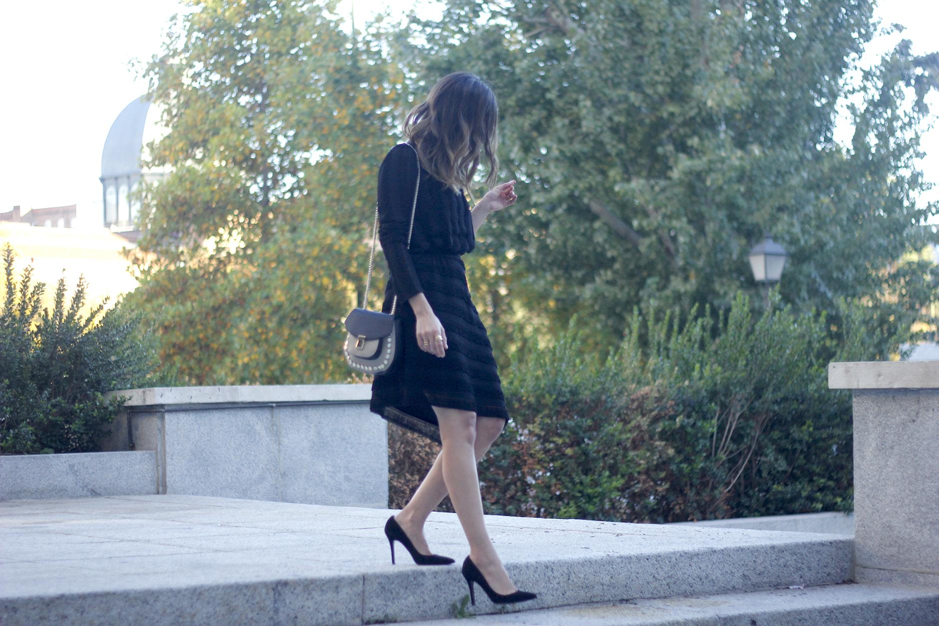 asymmetrical black dress uterqüe bag outfit streetstyle11
