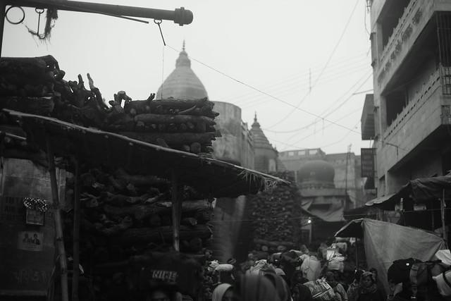 Narrow path through Manikarnika Ghat, a crematorium. Varanasi (India). 25 Dec 2015