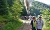 04 Auf dem Weg zum Plumpsklo beim Halt auf freier Strecke der Wassertalbahn