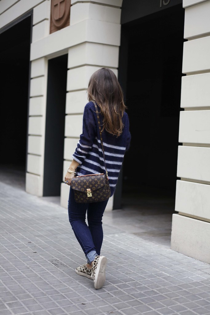013_CASUAL_OUTFIT_LEOPARD_AND_STRIPES_BLOGGER_BARCELONA_THEGUESTGIRL