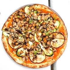 The Vegan Pizza at Wynola Pizza & Bistro is topped with zucchini, eggplant, mushrooms, scallions and braised tofu then baked in a wood fueled WoodStone oven. It's not too shabby for a mountain town.  #vegan #veganofig #veganpizza #pizza #dailypizza #whatv