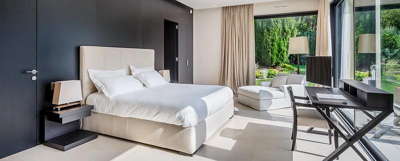 Дизайн спальни с рабочим столом