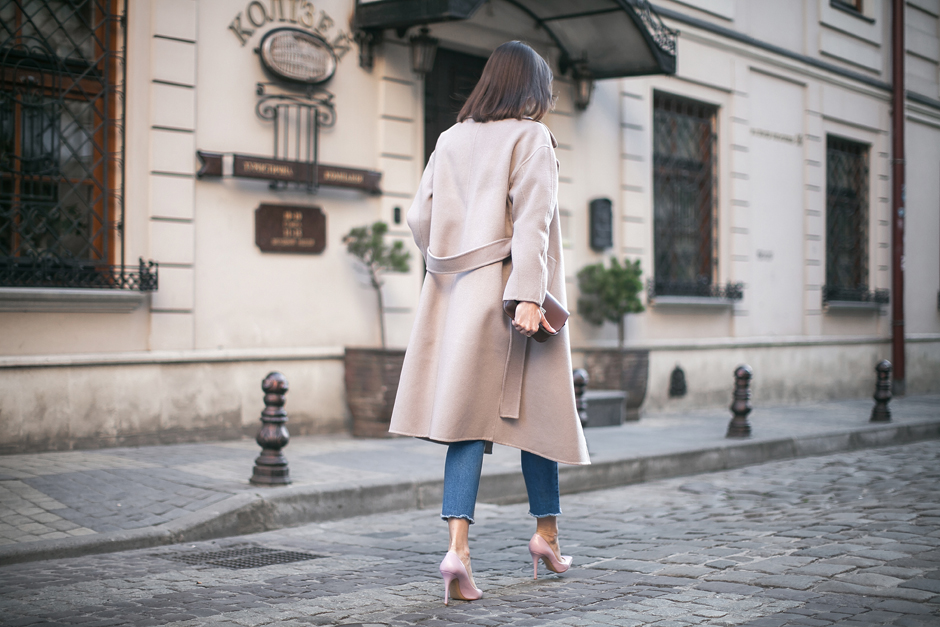 color-taupe-coat-street-style-outfit