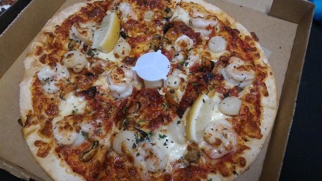 Crust seafood Pizza