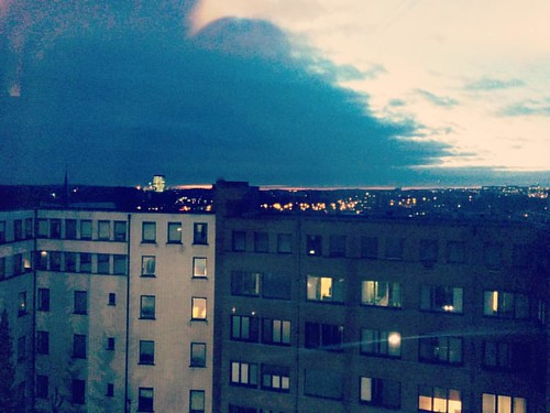 De nacht valt over #Leuven. ✨ #heilighart #ziekenhuisview #sunset #leuvenskyline #leuvenlove #seemyleuven