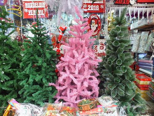 Rózsaszín karácsonyfa a 2016-os trendeknek megfelelően