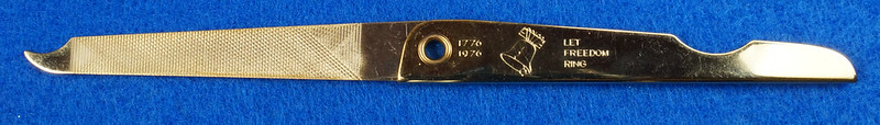 RD14785 Vintage 1976 Liberty Bell Let Freedom Ring Gold Tone Nail File by Bassett USA DSC06653