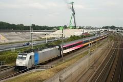 Railpool loc in de BeNeLux dienst naar Brussel. Badhoevedorp, 20151005_0721