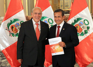 OECD Secretary Angel Gurría presents new Multi-Dimensional Country Review to Peruvian President Ollanta Humala