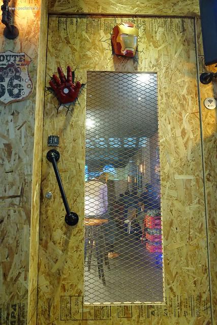 22642200364 f7775c71e0 z - 【熱血採訪】薩克森比利時小酒館。餐廳有120吋的電視牆可以觀看球賽,滿滿的動漫公仔好像走進電影裡,義大利麵和燉飯都是正統義式作法