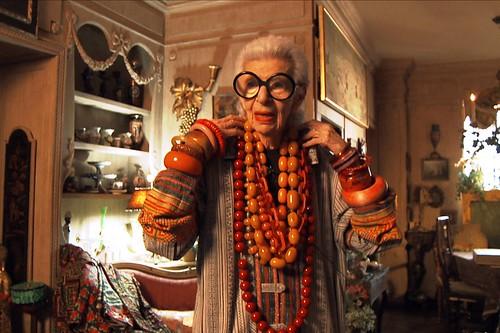 映画『アイリス・アプフェル!94歳のニューヨーカー』より ©IRIS APFEL FILM, LLC.
