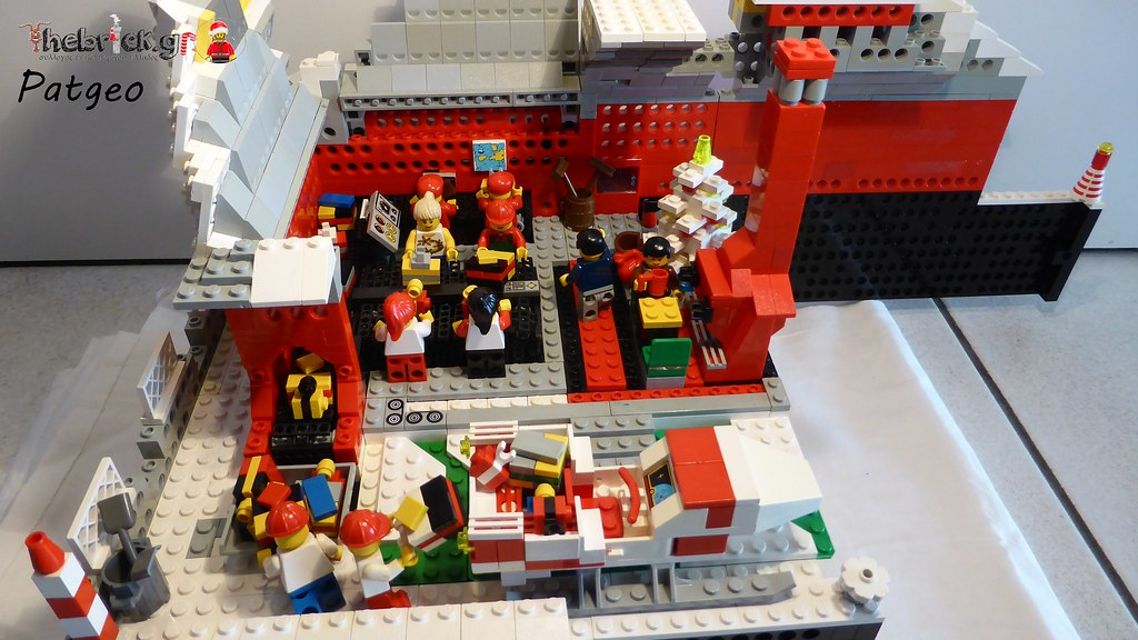 """[BuildtheBrick #2]: """"Santa's Workshop"""" 23525499462_9ed4949590_b"""
