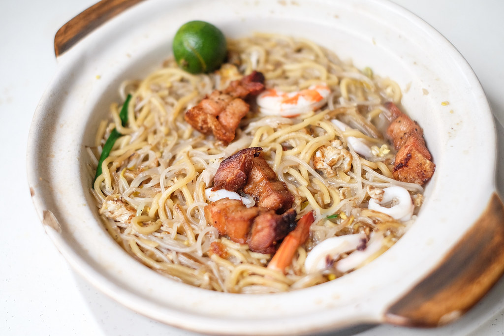 Cheap Places to Eat in Singapore: Kim Keat Claypot Hokkien Mee