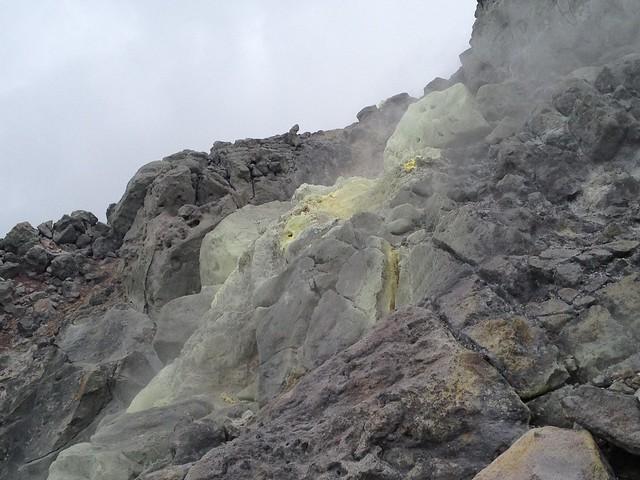 焼岳 中尾温泉ルート 山頂直下 硫黄噴出口