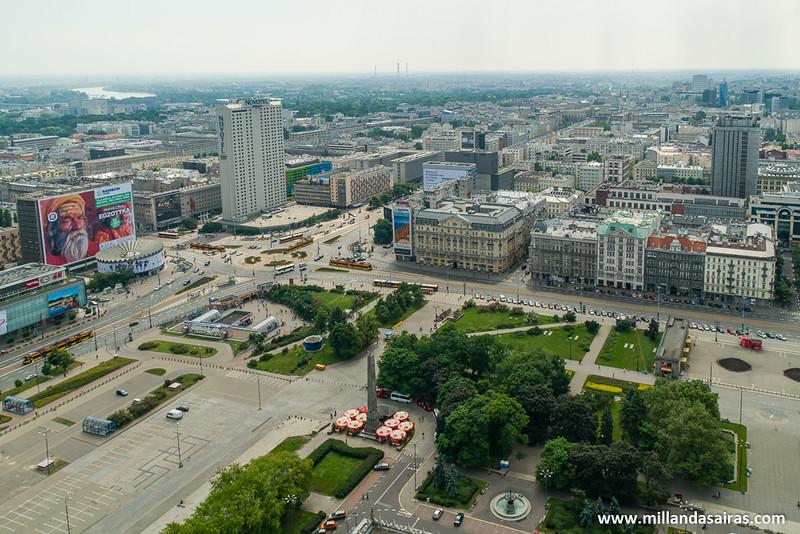 Vistas de Varsovia y la Plaza del Desfile