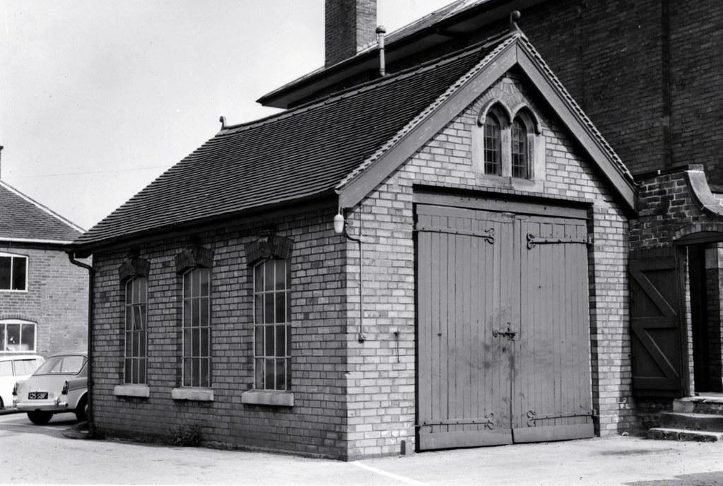 JCB начал бизнес в арендованном маленьком гараже в Аттоксетере